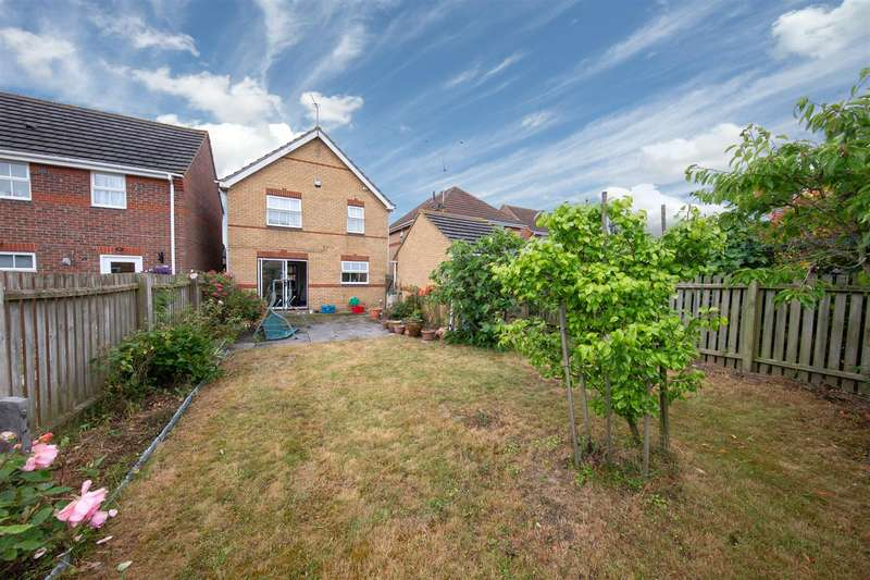 4 Bedrooms Detached House for sale in Arnald Way, Houghton Regis, Bedfordshire