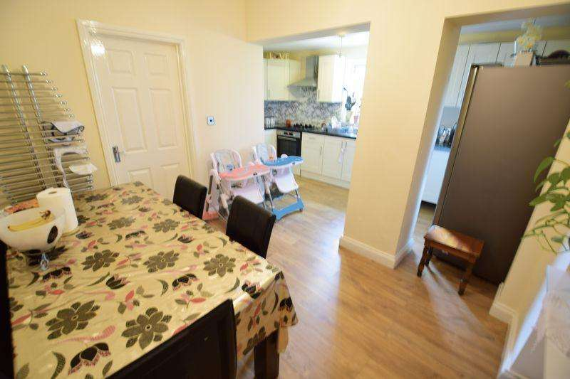 5 Bedrooms End Of Terrace House for sale in Stockingstone Road, Luton