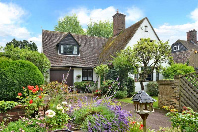 3 Bedrooms Detached House for sale in Walpole Avenue, Chipstead, Surrey, CR5