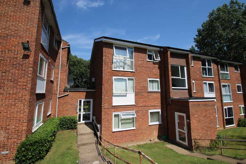 2 Bedrooms Apartment Flat for sale in 2 BED TOP FLOOR APARTMENT with SHARE OF FREEHOLD
