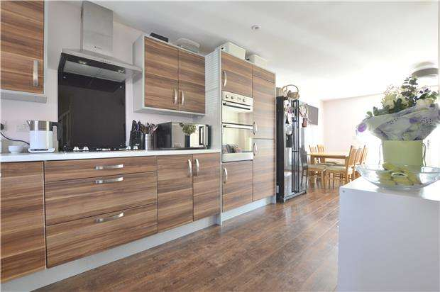 3 Bedrooms Terraced House for sale in 11 Gainsborough Road, Walton Cardiff, Tewkesbury, Gloucestershire, GL20 7DY