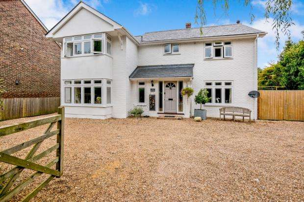 4 Bedrooms Detached House for sale in Lumley, Emsworth, Hampshire