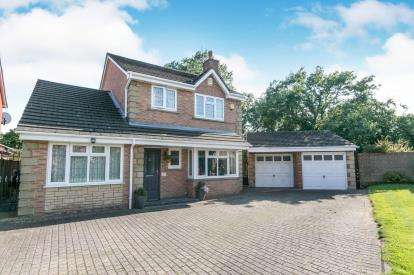 4 Bedrooms Detached House for sale in West Park Drive, Great Sutton, Cheshire, CH66