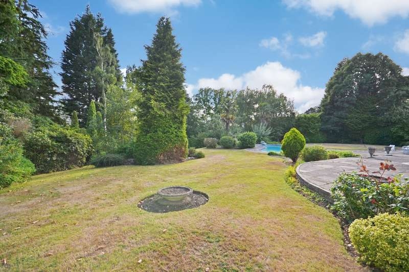 5 Bedrooms Detached House for sale in Yaffle Road, St George's Hill, Weybridge, KT13