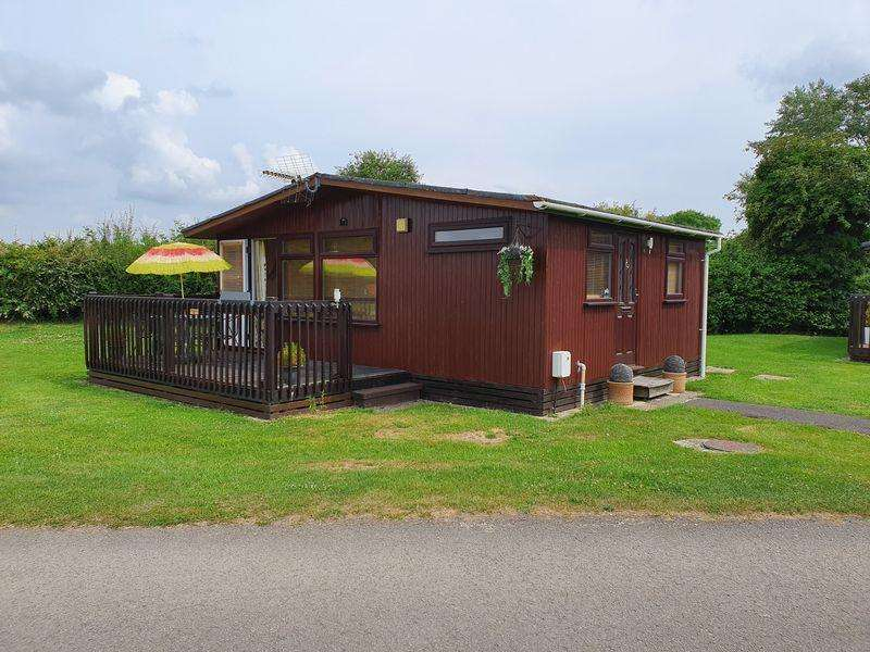 2 Bedrooms Lodge Character Property for sale in Chalet 50 - Heron View - Cotswold Hoburne - GL7