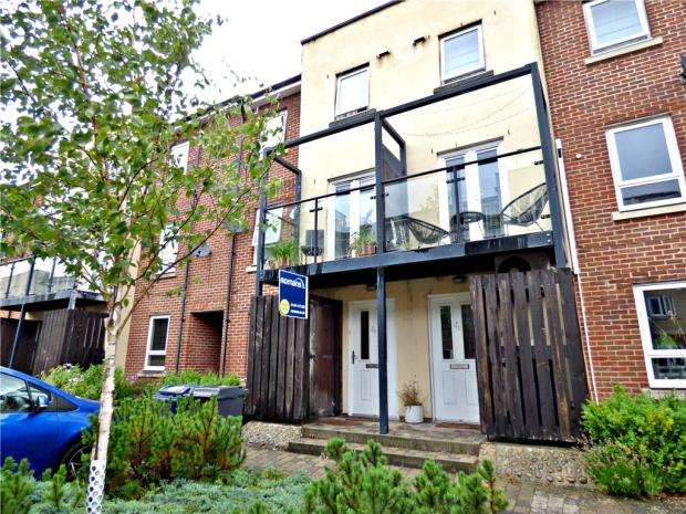 4 Bedrooms Terraced House for sale in Tadros Court, High Wycombe, Buckinghamshire
