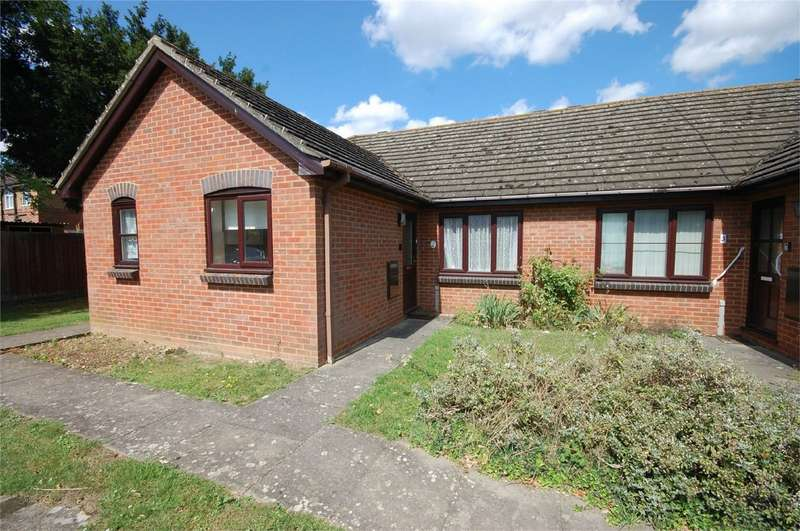 2 Bedrooms Terraced Bungalow for sale in Ascott Court, Ascott Road, Aylesbury, Buckinghamshire