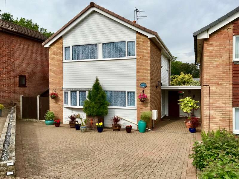3 Bedrooms Detached House for sale in Redcar Close, Stockport, Greater Manchester, SK7