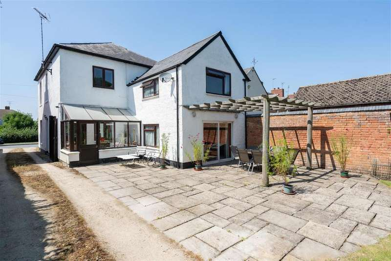 4 Bedrooms Detached House for sale in Evenlode Road, Moreton in Marsh, Gloucestershire