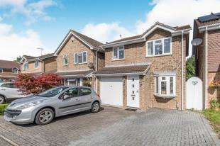 3 Bedrooms Detached House for sale in Bracken Lea, Chatham, Kent