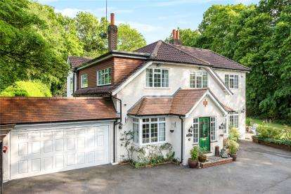 5 Bedrooms Detached House for sale in Orchard Road, Pratts Bottom, Orpington