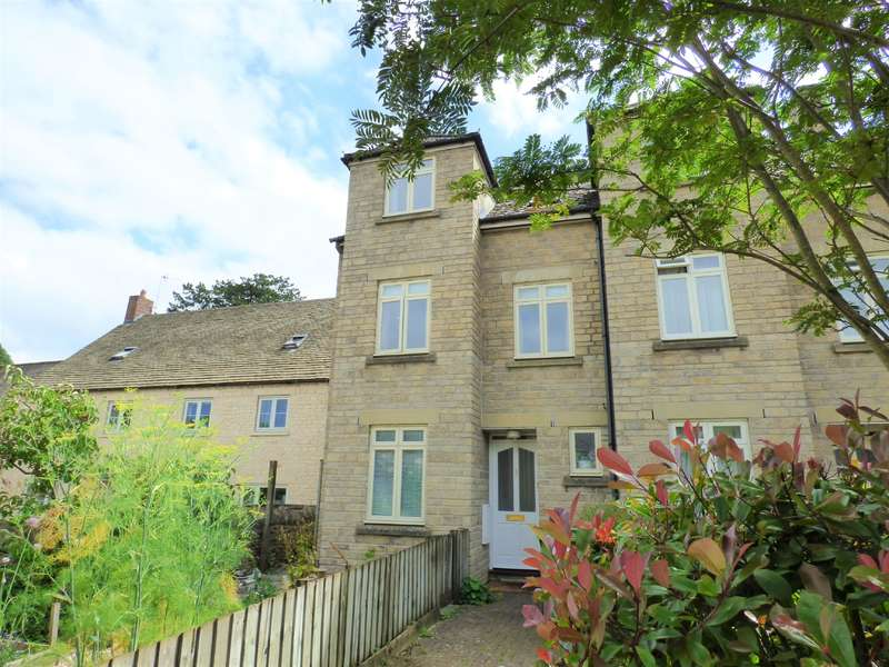 3 Bedrooms Terraced House for sale in Beaufort Court, Cirencester, Gloucestershire