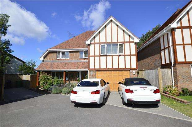 4 Bedrooms Property for sale in Blue Bell Lane, Hastings, SAINT LEONARDS-ON-SEA, TN37 7FD