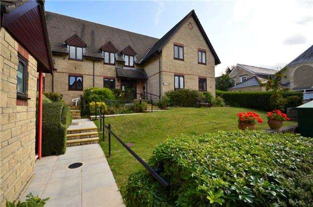 2 Bedrooms Flat for sale in Spinners House, Wesley Court, Stroud, Gloucestershire, GL5 1DS