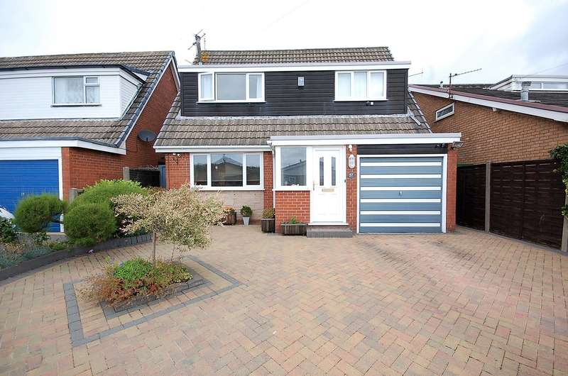 3 Bedrooms Detached House for sale in Macauley Avenue, Blackpool