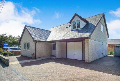 3 Bedrooms Bungalow for sale in Morfa Bychan, Porthmadog, Gwynedd, ., LL49