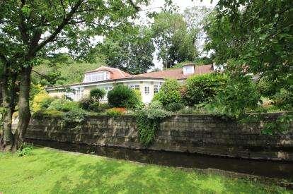 4 Bedrooms Bungalow for sale in Hedworth Lane, Jarrow, Tyne and Wear, NE32