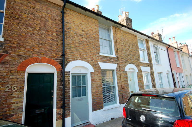 2 Bedrooms Terraced House for rent in Woodlawn Street, Whitstable