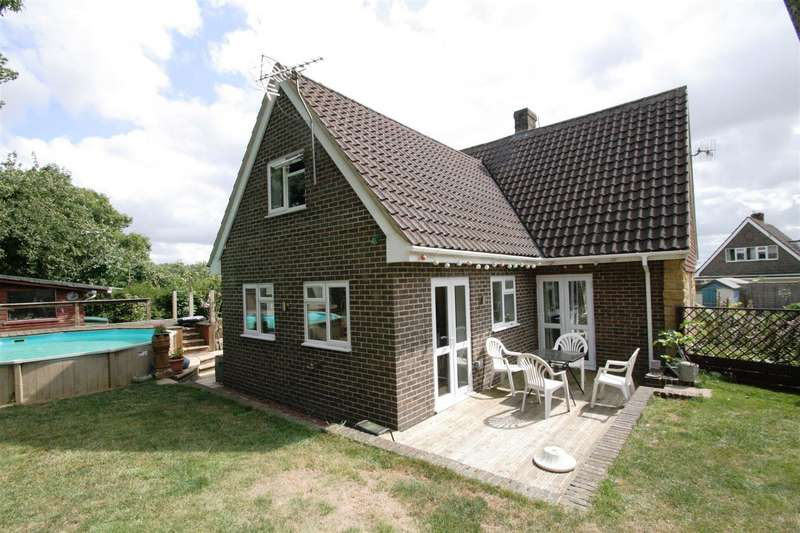 3 Bedrooms Chalet House for sale in Down Barn Close, Winterbourne Gunner, Salisbury
