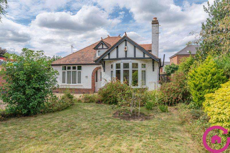 3 Bedrooms Bungalow for sale in Cheltenham Road, Gloucester