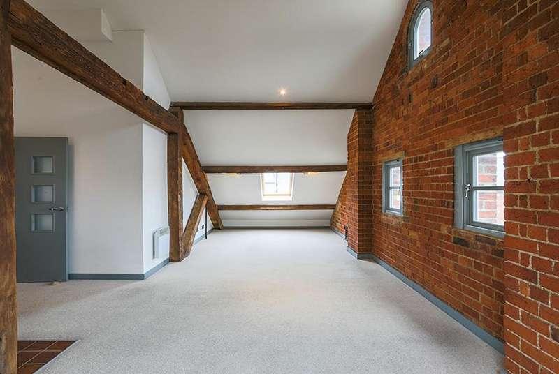 2 Bedrooms Flat for sale in Double Reynolds, The Docks, Gloucester, GL1 2EN