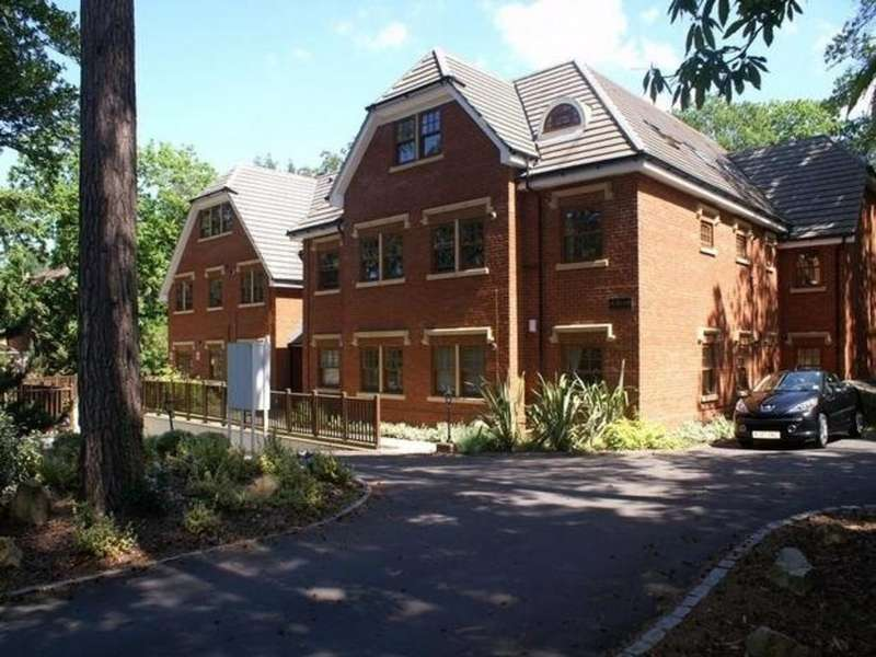 3 Bedrooms Penthouse Flat for rent in Upper Chobham Road, Camberley