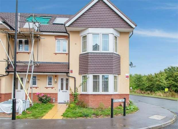 3 Bedrooms Semi Detached House for sale in Boxall Way, Slough, Berkshire