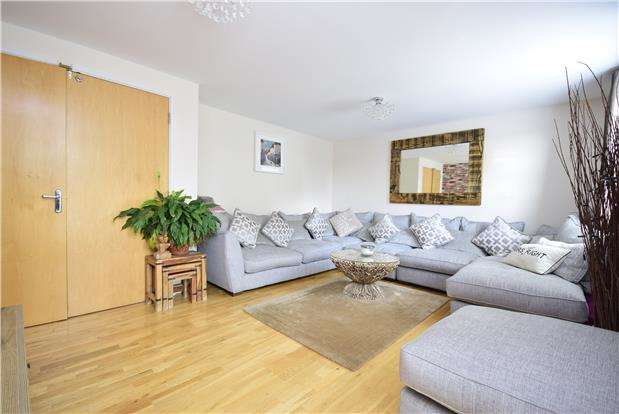 3 Bedrooms Town House for sale in Kingswood Heights, Kingswood, BRISTOL, BS15 1TD