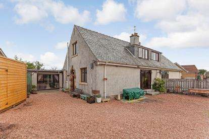 4 Bedrooms Semi Detached House for sale in West Dykebar Farm Cottage, Paisley