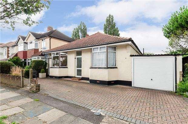 3 Bedrooms Detached Bungalow for sale in Victory Avenue, MORDEN, Surrey, SM4 6DL
