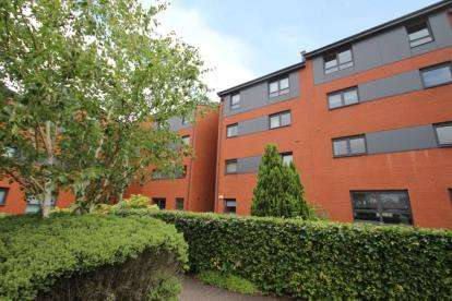 2 Bedrooms Flat for sale in Clarkston Road, Glasgow, Lanarkshire