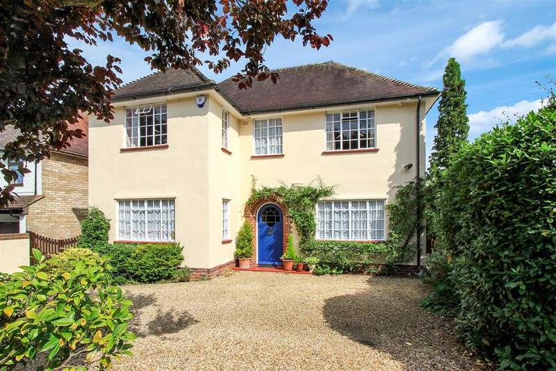 4 Bedrooms Detached House for sale in Queens Road, Hertford