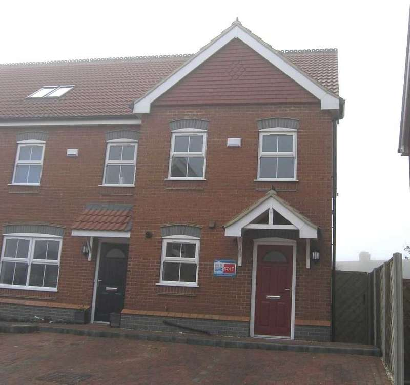 3 Bedrooms Town House for rent in Old School Close, Brigg