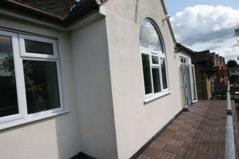 2 Bedrooms Flat for sale in London Road, Loudwater, HP11