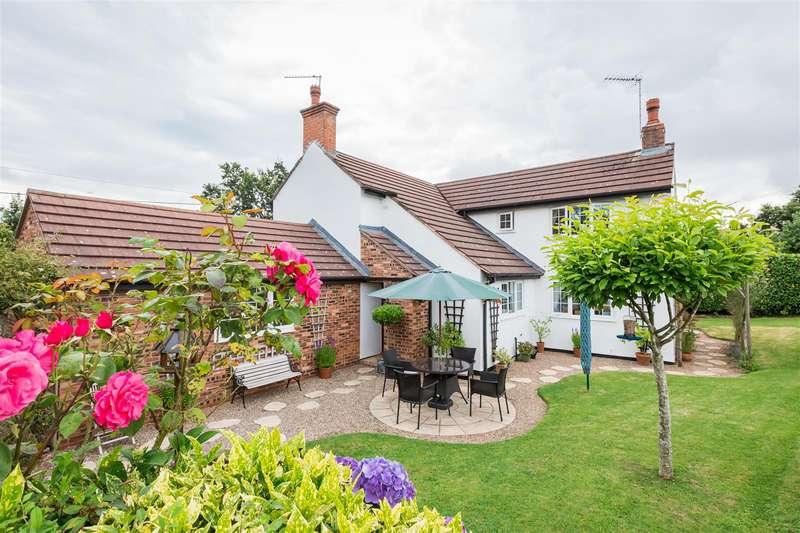 4 Bedrooms Cottage House for sale in Hewell Lane, Tardebigge, Bromsgrove