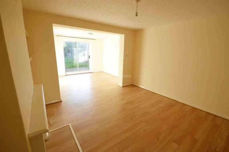3 Bedrooms Terraced House for rent in Wheble Drive, Reading