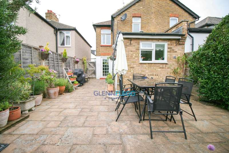 3 Bedrooms Semi Detached House for sale in Lent Rise, Burnham-