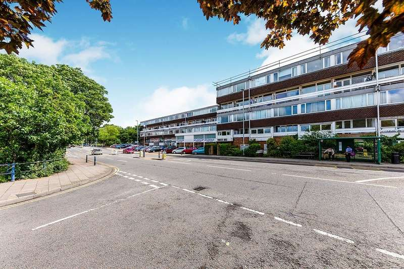 3 Bedrooms Maisonette Flat for sale in Woodcote House Queen Street, Hitchin, Hertfordshire, SG4