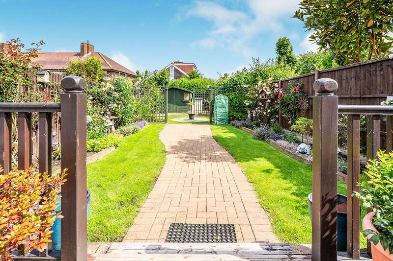 2 Bedrooms House for sale in Crowland Walk, Morden, Surrey, SM4