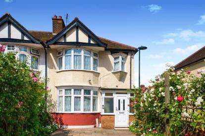 3 Bedrooms Semi Detached House for sale in Silver Street, London