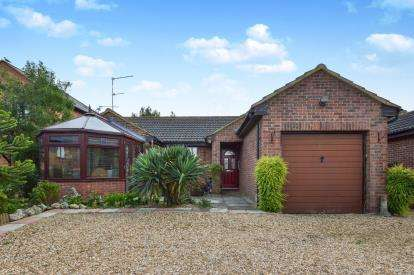 3 Bedrooms Bungalow for sale in The Limes, Stony Stratford, Milton Keynes, Buckinghamshire