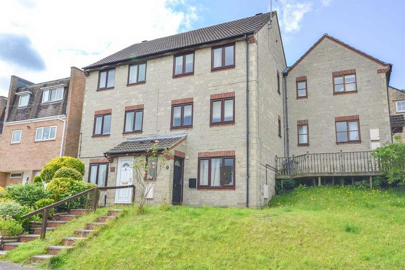 3 Bedrooms Town House for sale in Upper Poole Road, Dursley, GL11 4JY