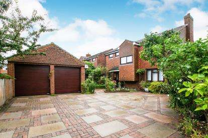 4 Bedrooms Detached House for sale in Jubilee Gardens, Biggleswade, Bedfordshire
