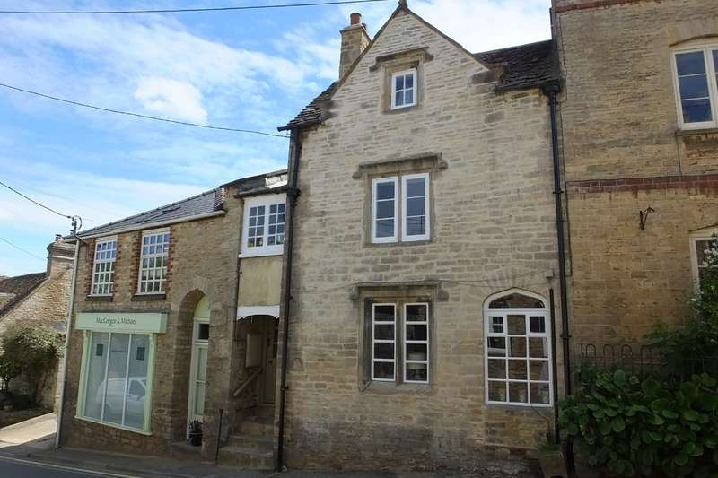 3 Bedrooms Town House for sale in Tetbury