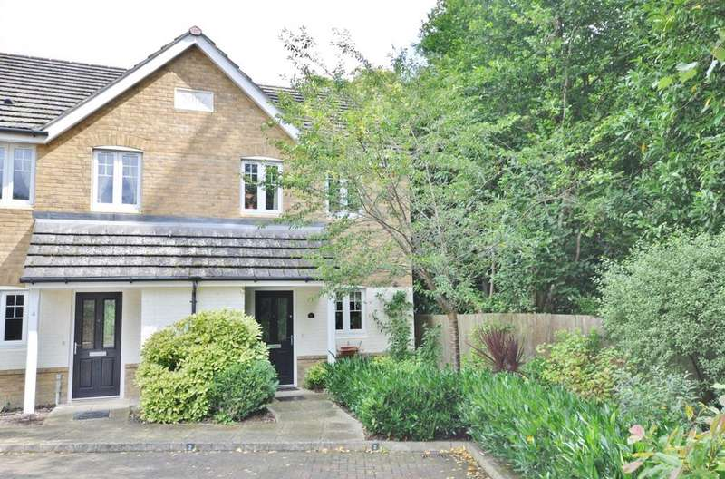 3 Bedrooms Semi Detached House for sale in Badgers Rise, Woodley, Reading, RG5 3AJ