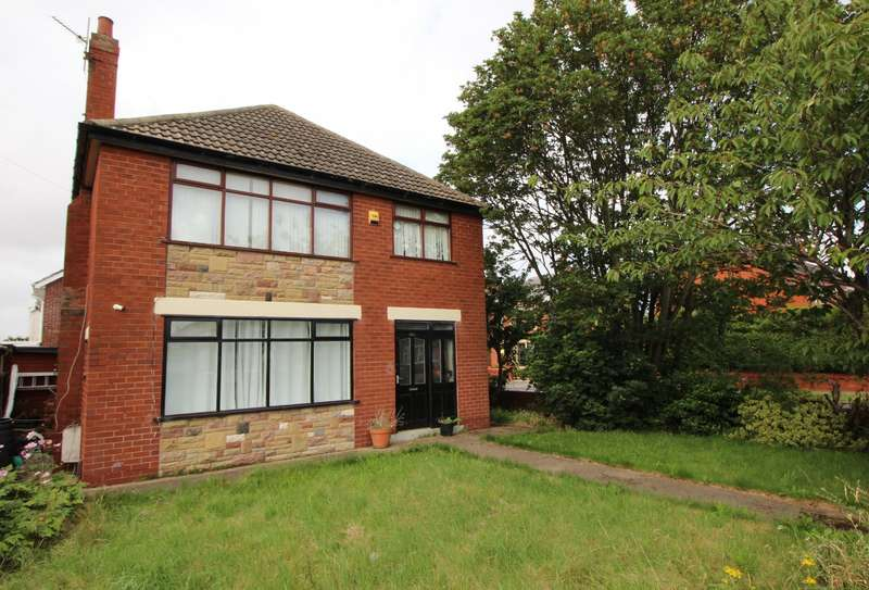 3 Bedrooms Detached House for sale in St. Annes Road, Blackpool, FY4