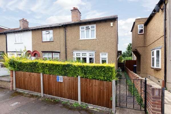 3 Bedrooms End Of Terrace House for sale in Gordon Road, Windsor, Berkshire