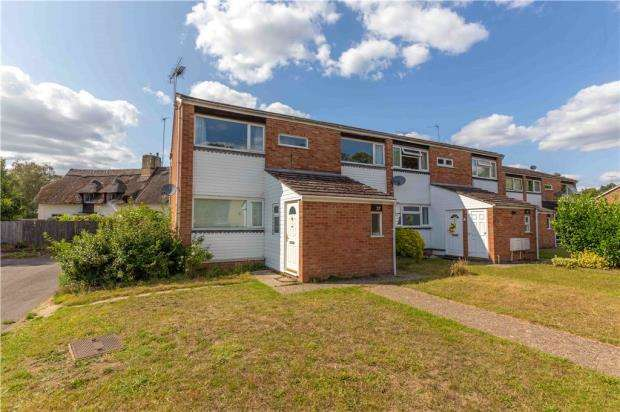 2 Bedrooms Maisonette Flat for sale in Larch Drive, Woodley, Reading
