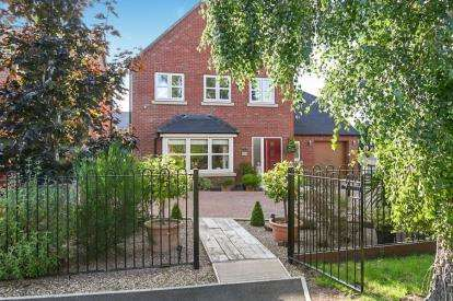 5 Bedrooms Detached House for sale in Scalpcliffe Road, Burton-on-Trent, Staffordshire