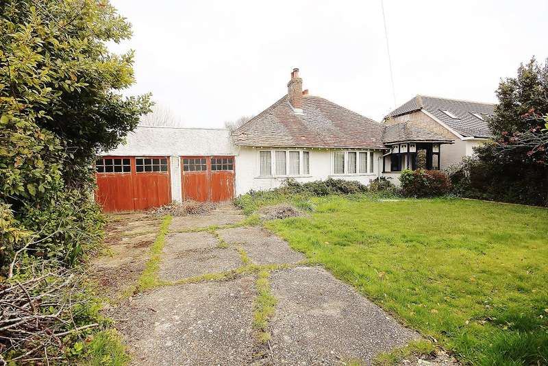 3 Bedrooms Bungalow for sale in Manor Way, Hayling Island, PO11 9JH
